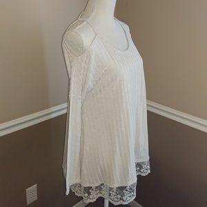 Boutique shoulder show long sleeve top